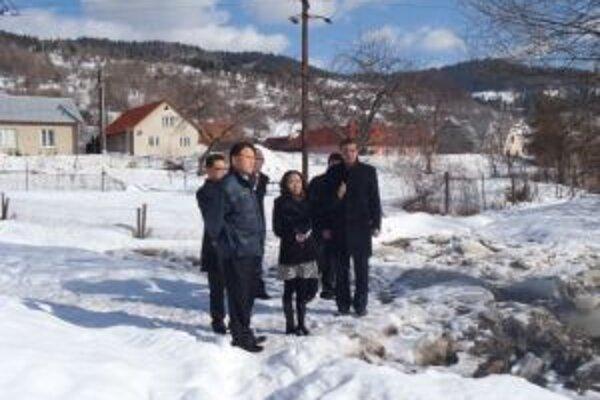 Viceprezident KIA MOTORS Kyo Man Song prišiel do Zborova nad Bystricou, aby finančne prispel na odstránenie škôd, ktoré spôsobila kalamita.