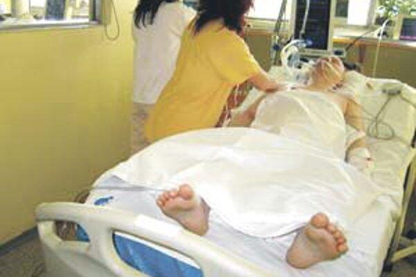 Nemocniciam chýbajú peniaze na zvýšené platy sestier.