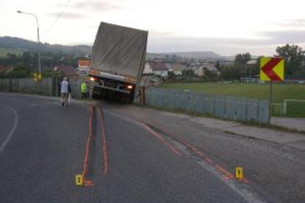 Poľský kamión ťažko zranil chodca.