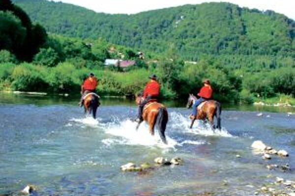 Jazdci smerujú do Žiliny, kde dorazia okolo 17. hodiny.