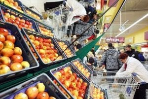 Za lacnejšími nákupmi do Čiech chodia aj Kysučania.