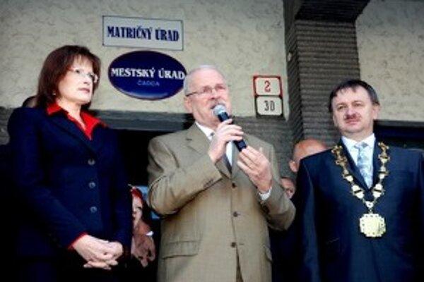 Prezident Ivan Gašparovič v priestoroch čadčianskeho mestského úradu otvoril novovybudované klientske centrum.