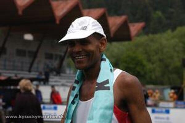 V roku 2004 zabehol tohtoročný víťaz Mulugeta Serbessasa rekord maratónu 2:21:09.