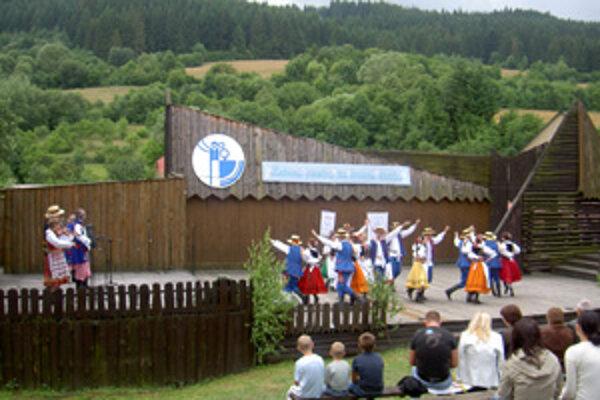 Obec Ochodnica ožije počas víkendu folklórom.