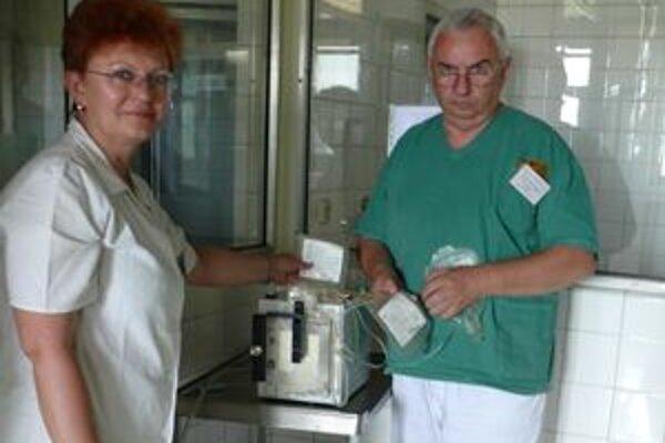 Primár Jozef Grochal (na snímke) hovorí, že nová metóda transplantácie buniek je úspešná.