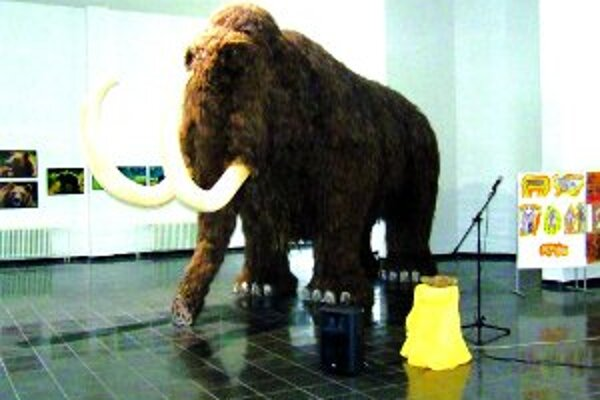 Replika kysuckej mamutice v životnej veľkosti.