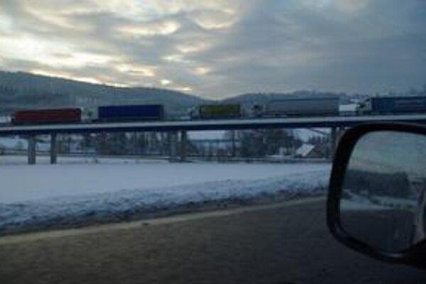 Na vjazd do Slovenska čakali kamionisti hodiny. Kolóny sa tvorili až po obec Mosty u Jablunkova.