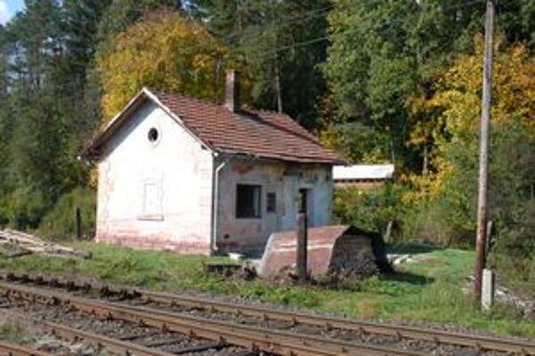 Do konca roka by mal Kronerov dom dostať  nový krov i strechu.