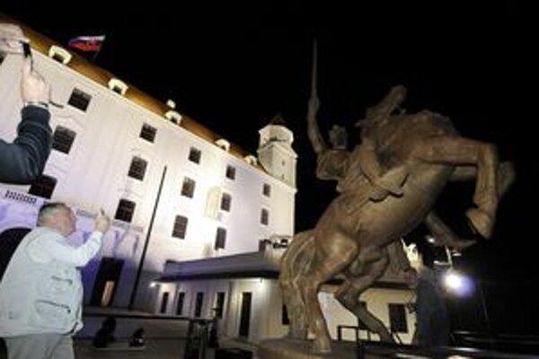 Na Bratislavskom hrade odhalili sochu 6. júna.