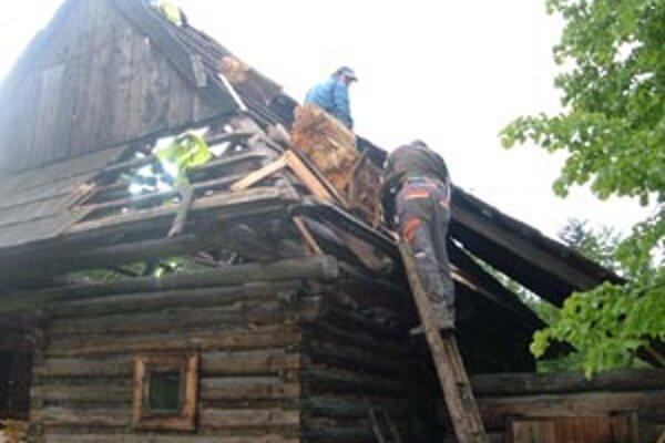 Objekty dostanú novú šindľovú strechu.