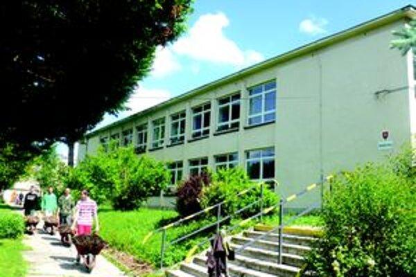 Školu v Hornom Kelčove budú musieť pravdepodobne od nového školského roku zatvoriť.