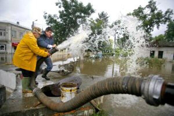 Najskôr sužovali ľudí povodne, teraz s vodou šetria.