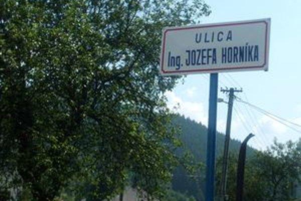 Ulica Ing. Jozefa Horníka. Takéto pomenovanie po bývalom primátorovi dostala jedna zkrásňanských ulíc.