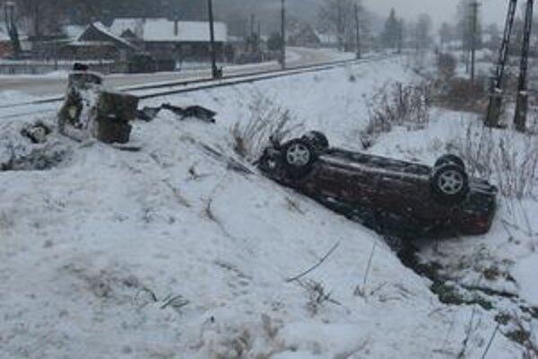 Na vozidle vznikla škoda za 2-tisíc eur.