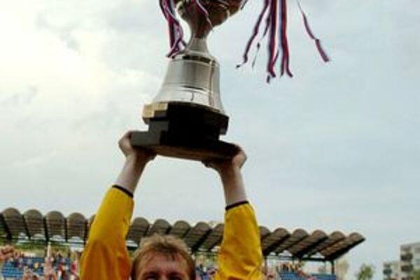 Kapitán Branislav Labant získal v roku 2004 titul s MŠK Žilina.