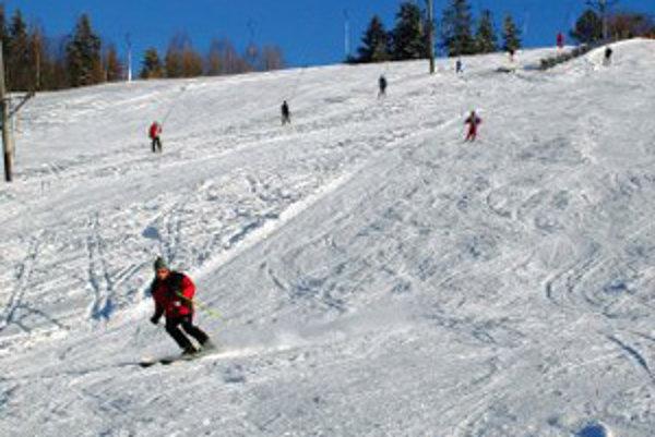Svah je určený pre nenáročných lyžiarov.