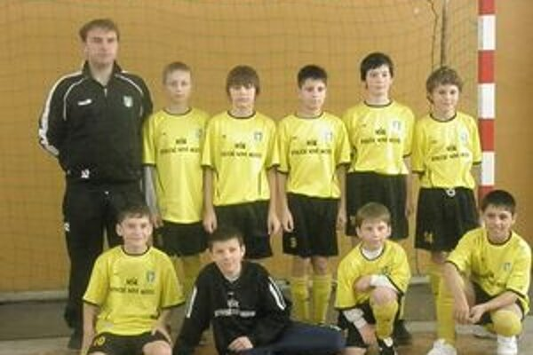 Mladší žiaci MŠK Kysucké Nové Mesto, hostitelia turnaja.
