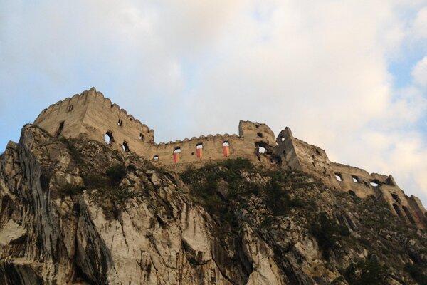 Hrad v Beckove je obľúbeným cieľom turistov.
