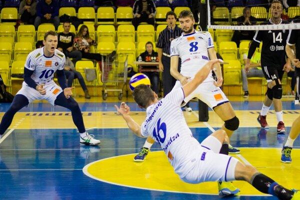 Volejbalisti Prievidze zaknihovali prvé víťazstvo.