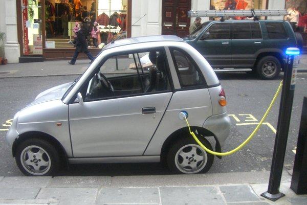 Elektromobil REVAi G-Wiz.