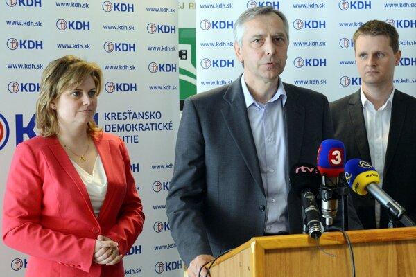 Podpredsedníčka KDH Miroslava Szitová (vľavo).