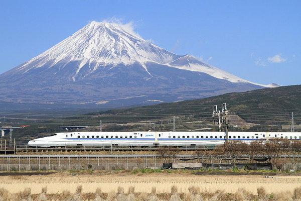 Vlaky v japonsku už nebudú musieť prekážať vo výhľade na krajinu.