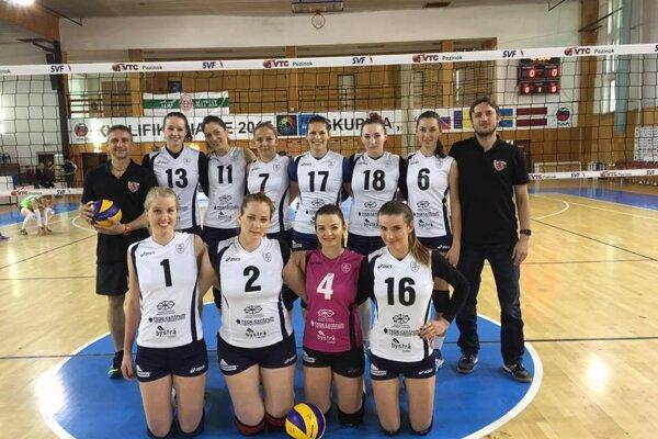 Družstvo Slávie pred zápasom v Pezinku.