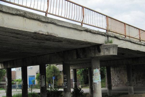Most v Opatovej je v havarijnom stave, komplexnú rekonštrukciu plánujú budúci rok.