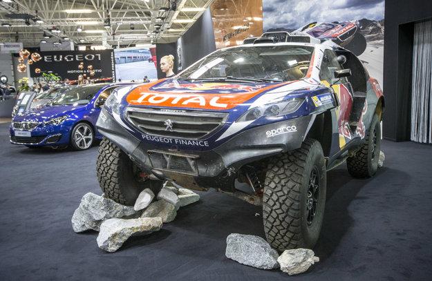 Peugeot 2008 DKR: Neprehliadnuteľnou atrakciou autosalónu je dakarský špeciál Peugeot 2008 DKR. Zaujímavosťou je, že ho na rozdiel od konkurencie poháňa len zadná náprava. Tento krok však Peugeotu vyšiel, keďže Dakar vyhral jeho jazdec, Francúz Peterhansel. Na autosalóne je vystavený model z minulej sezóny.