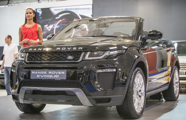 Range Rover Evoque Convertible. Kombinácia crossoveru a kabrioletu pôsobí na prvý pohľad exoticky.