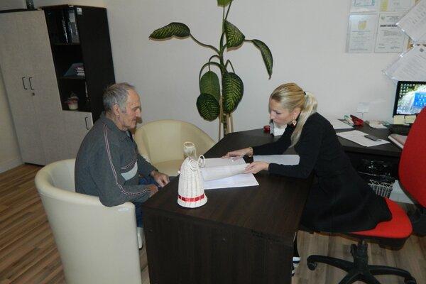 Obyvatelia Žilinského kraja majú možnosť využiť na Úrade ŽSK bezplatné poradenstvo v oblasti práva, sociálnych vecí či zdravotníctva.