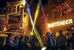 K tradičným destináciám s bohatým nočným životom patria španielske ostrovy Ibiza a Malorka.