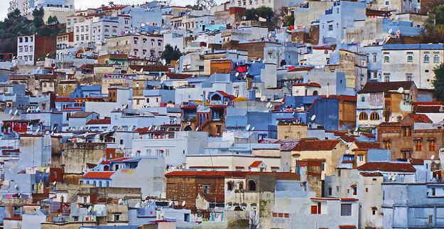 Marocké mesto Chefchaouene je známe na belaso namaľovanými stenami domov.