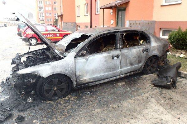 Auto zhorelo do tla.