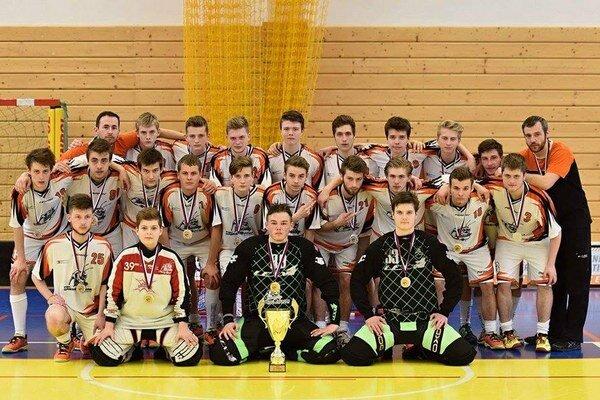 Strieborní juniori FBC Grasshoppers AC UNIZA Žilina.