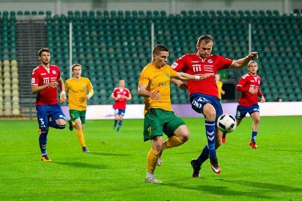 Diváci pod Dubňom veľa futbalovej krásy nevideli.