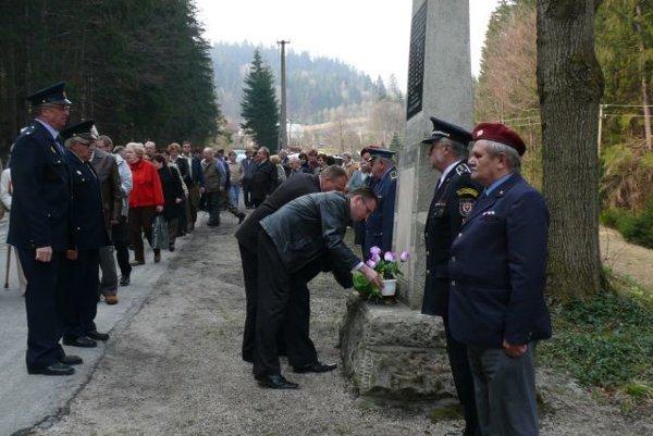 Každý rok sa pri pamätníku na Semeteši koná pietna spomienka.