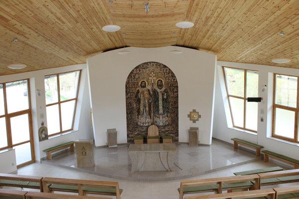 V obci Radoľa posvätili dnes nový kostol.
