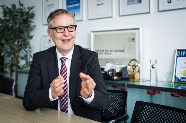 Michael Kordys (1956) je riaditeľom zastúpenia BMW na Slovensku. Do spoločnosti BMW Group prišiel v roku 1988; pred príchodom na Slovensko pôsobil ako prezident spoločnosti BMW Thailand v Bangkoku a ako riaditeľ spoločnosti BMW Niederlassung v meste Bonn.