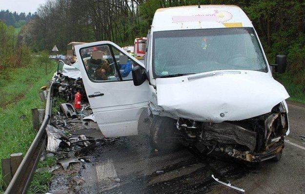 Tragickú dopravnú nehodu zapríčinil 34-ročný poľský vodič dodávky.