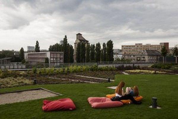 """""""Zelená"""" strecha na OC Central v bratislavskom Ružinove."""