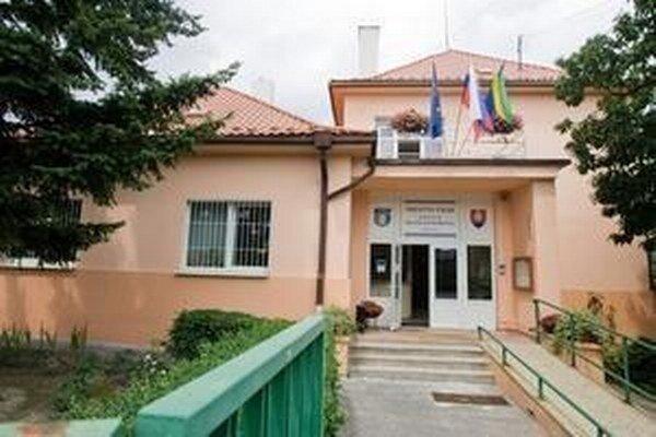 Miestny úrad v Dúbravke.