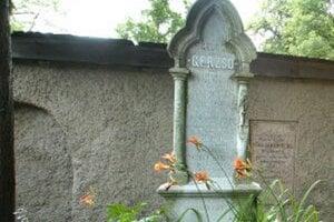 Marína má v Banskej Štiavnici dva hroby, jeden skutočný a jeden symbolický.