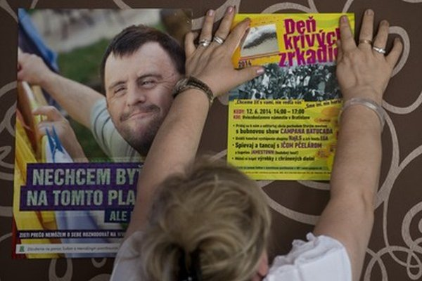 Združenie na pomoc ľuďom s mentálnym postihnutím organizuje celoslovenskú akciu Deň Krivých zrkadiel 2014.