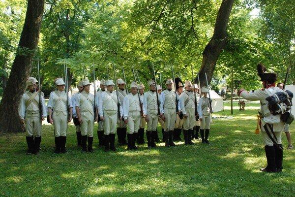 Bratislava sa musí brániť Napoleonovi každoročne.