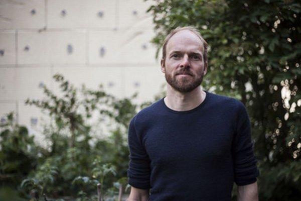 Marco Clausen (*1974) študoval históriu v Berlíne.  V roku 2009 spoluzakladal najznámejšiu komunitnú záhradu Prinzessinnen Gärten v Nemecku. Živí sa organizovaním aktivít v komunitnej záhrade spojených so vzdelávaním, recyklovaním, umením, či hudbou.