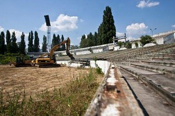 Futbalový štadión na Tehelnom poli už zbúrali.