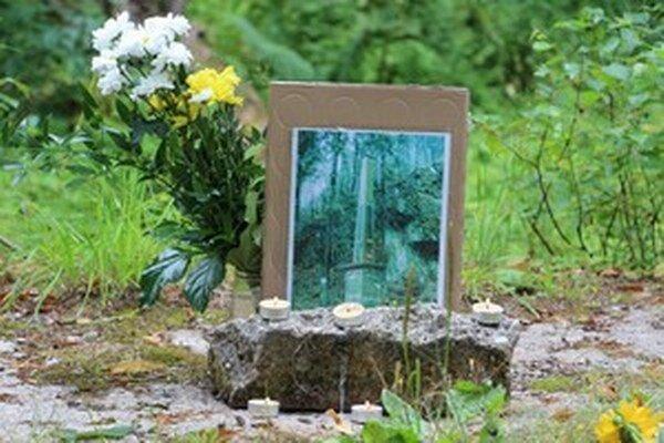 Na mieste zničeného pamätníka padlých Kremničanov sa nedávno uskutočnila pietna spomienka a bohoslužba.