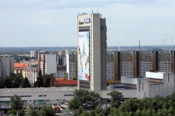 Prvé parkovisko P+R funguje v priestoroch Incheby v Petržalke.