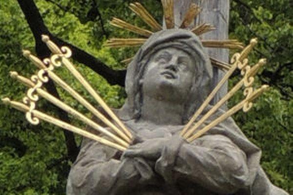 Socha Sedembolestnej Panny Márie.